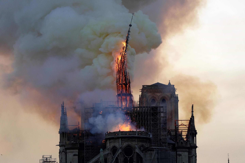 2019-04-15 france paris notre dame cathedral fire spire