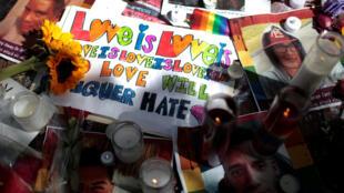 Mémorial en hommage aux victimes d'Orlando, à New York le 15 juin 2016.