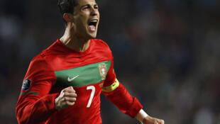 Cristiano Ronaldo comemora gol pela seleção portuguesa, em amistoso contra a Bósnia, em 15 de novembro de 2011