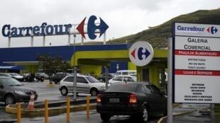 L'enseigne de distribution Carrefour à Rio de Janeiro au Brésil. (Image d'illustration)