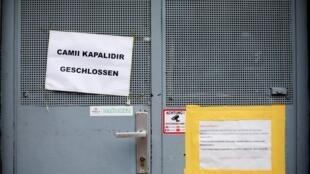 Двери в мечети закрыли после выступления канцлера