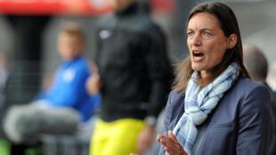 Corinne Diacre, sélectionneuse de l'équipe de France féminine de football.