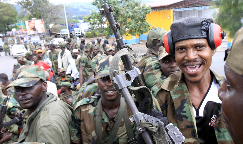 Des membres de la branche armée du M23 dans une rue de Goma, le 20 novembre 2012.