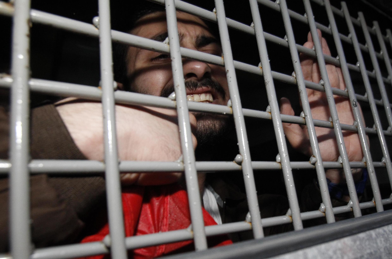 """Задержанный активист """"Оккупай Абая"""" в автозаке 16/05/2012"""