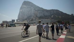 Le rocher de Gibraltar, territoire britannique situé au sud de l'Espagne.