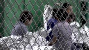 Centro de retenção para menores migrantes que chegam ilegalmente nos Estados Unidos.