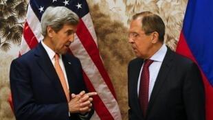 El secretario de Estado norteamericano John Kerry y su par ruso Sergei Lavrov  en Viena, el 16 de mayo de 2016.