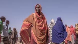 Des déplacés attendent la distribution de vivres dans un camp situé près de Kebri Sahar, au sud-est de l'Ethiopie, le 27 janvier 2018.