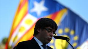 Chủ tịch Catalunya, ông Carles Puigdemont, sẽ phải đưa ra một quyết định lịch sử: hoặc cho tổ chức bầu cử Quốc Hội trước thời hạn, hoặc quyết định đơn phương tuyên bố độc lập.