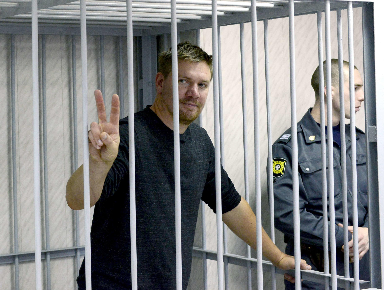 Thành viên Greepeace xâm nhập giàn khoan Bắc Cực của Nga, ông Anthony Perrett, quốc tịch Anh ra trước tòa án Murmansk ngày 29/9/2013.