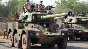 armée tank véhicule arme tchad soldats militaires