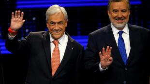 Sebastián Piñera e Alejandro Guillier (d), favoritos na corrida presidencial chilena, durante debate eleitoral.