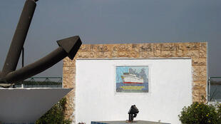 Monument commémorant le naufrage du Joola, à Ziguinchor au Sénégal, le 22 septembre 2002.