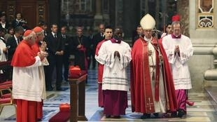 Папа Франциск на богосужении в соборе Св. Петра в Ватикане 05/06/2014