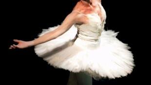 """Maya Plisetskaya interpretando """"La muerte del cisne"""" en 1995."""