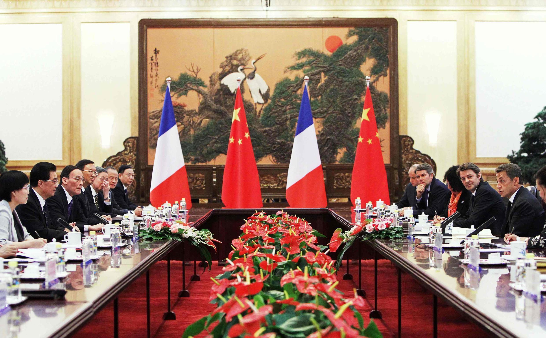 Hội đàm giữa tổng thống Pháp Nicolas Sarkozy (phải) và chủ tịch Trung Quốc Hồ Cẩm Đào tại Bắc Kinh, 25/08/2011