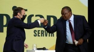 Le président kényan, Uhuru Kenyatta, et son homologue français, Emmanuel Macron, lors de sa visite à Paris, le 1 octobre 2020.