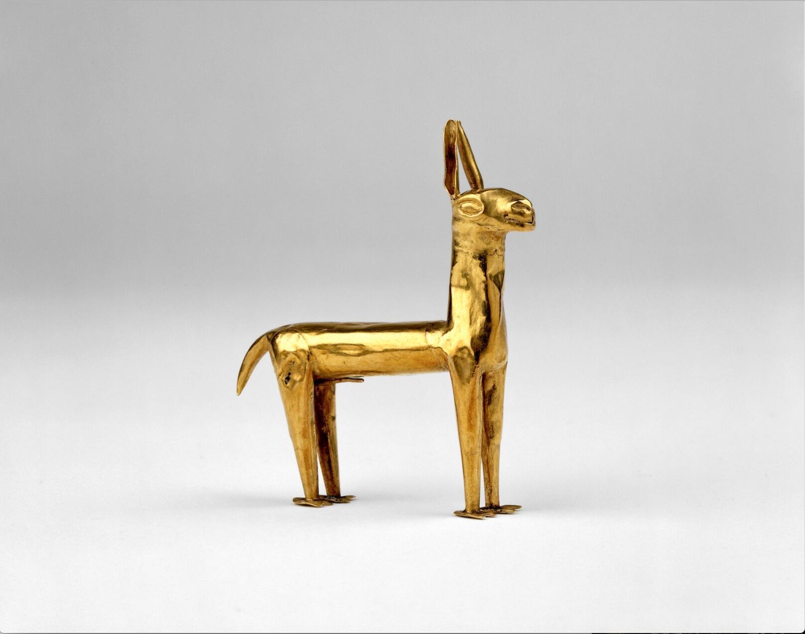 Diminuta lama inca en oro, 1400 -1550 D.C. Perú.