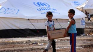 联合国难民营中的伊拉克儿童 (存档图片)/ Image d'archive: Deux jeunes irakiens dans un camp installé par l'ONU à 10 km d'Erbil, le 20 août 2014.