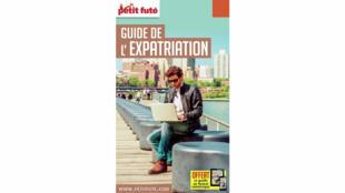 «Guide de l'expatriation», édité par Le petit futé.