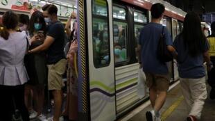 A Hongkong, 100 nouvelles contamination sont eu lieu en une journée, ce dimanche.