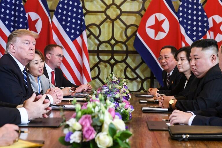Donald Trump et Kim Jong-un à la table des négociations, le 28 février 2019.