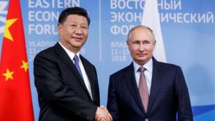 Chủ tịch Trung Quốc Tập Cận Bình (T) và tổng thống Nga Vladimir Putin tại Diễn Đàn Kinh Tế  Phương Đông, Vladivostok, Nga, ngày 11/09/2018.
