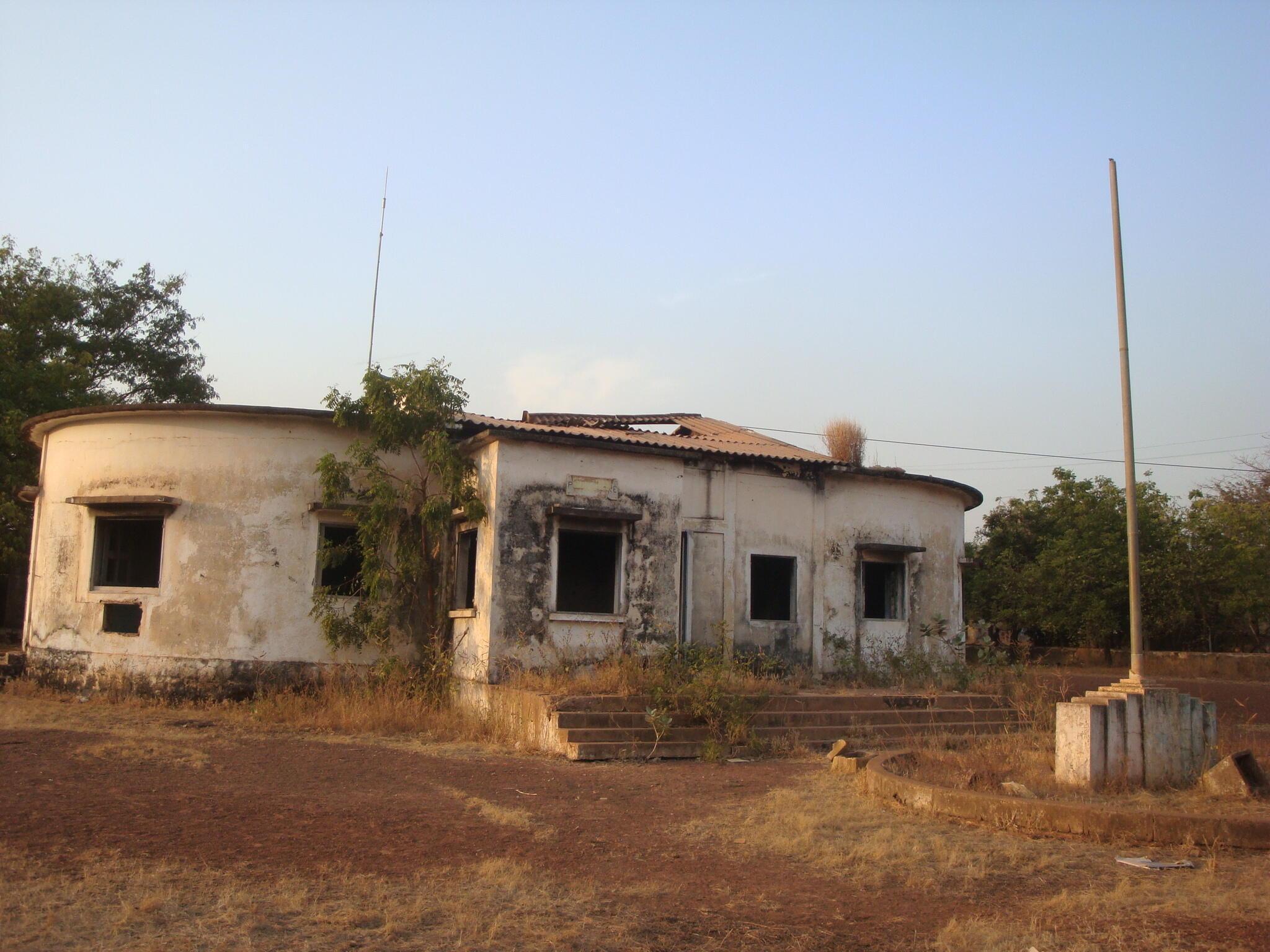 Depuis les violentes manifestations des jeunes de décembre 2008, la préfecture de Kédougou n'a jamais été réhabilitée.