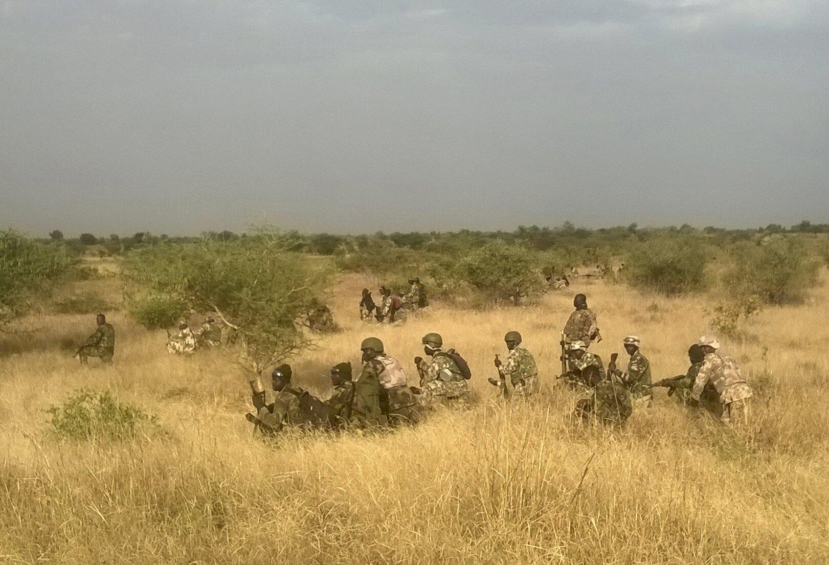 Des soldats nigérians lors d'une opération menée contre la secte Boko Haram, le 8 novembre 2015.