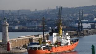 L'Aquarius avait dû revenir à quai au port de Marseille après que Gibraltar lui a retiré son pavillon.
