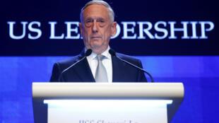 """Bộ trưởng Quốc Phòng Hoa Kỳ James Mattis tại Shangri-La, Singapore ngày 02/06/2018. Bài phát biểu của ông mang tựa đề """"Sự lãnh đạo của Mỹ và thách thức an ninh Ấn Độ - Thái Bình Dương""""."""