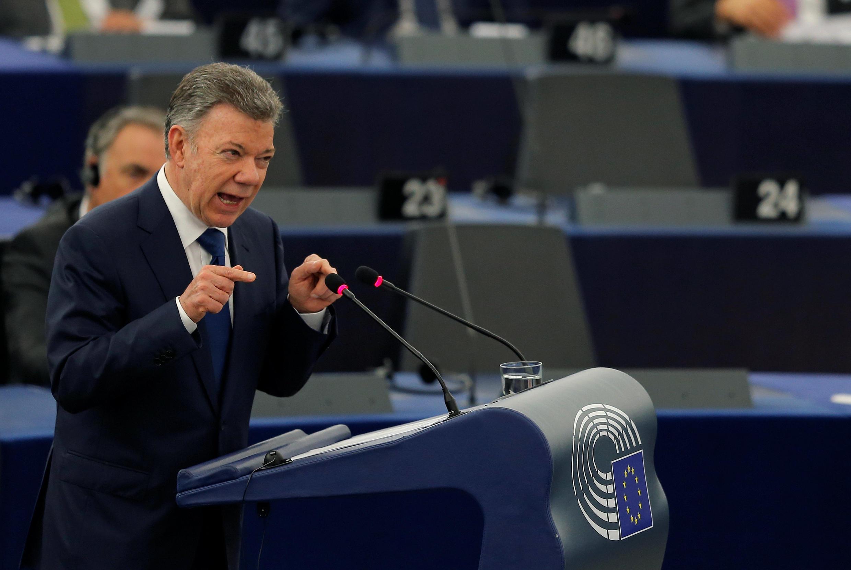 O presidente colombiano, Juan Manuel Santos Calderón, discursa no Parlamento Europeu em Estrasburgo, França, em 30 de maio de 2018.
