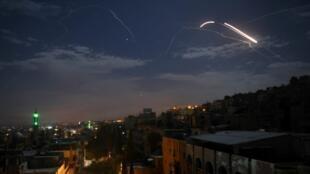 Face à l'attaque israélienne, les défenses anti-aériennes syriennes se sont mises en action, ce 21 janvier 2019.