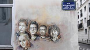 Les portraits de Bernard Maris, Wolinski, Tignous, Charb, Cabu, dessinés sur un mur de la rue Nicolas Appert, où se trouvaient les anciens locaux du journal «Charlie Hebdo».