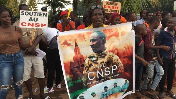 Maliens venus soutenir la junte militaire lors de l'ouverture des journées de concertation nationale sur la transition politique, samedi 5 septembre 2020.