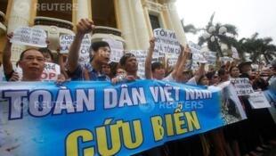 Thảm họa sinh thái miền Trung: Biểu tình phản đối tập đoàn Formosa tại Hà Nội ngày 01/05/2016.