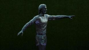 La statue de Johan Cruyff, dévoilée à l'entrée du Camp Nou, le stade du FC Barcelone, le 26 août 2019.