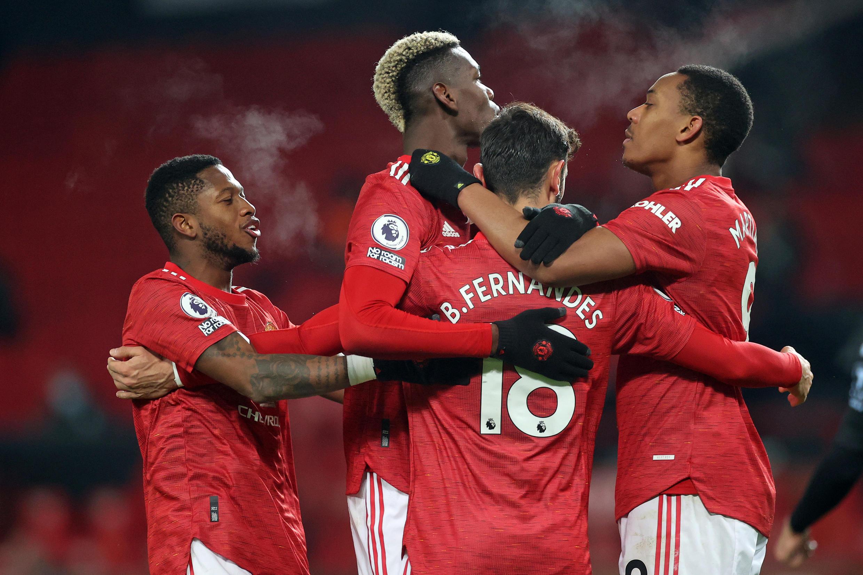 'Yan wasan Manchester United, ciki harda Bruno Fernandes, da Paul Pogba yayin wasa da Fulham 1 ga watan Janairu 2021