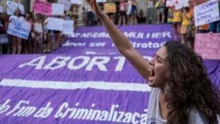 Manifestação a favor da descriminalização do aborto, no Rio de Janeiro, em 11 de novembro de 2015.