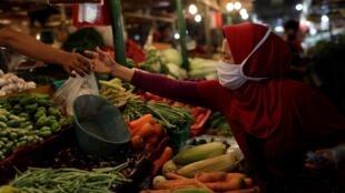 Sur un marché traditionnel à Jakarta, le 23 septembre.
