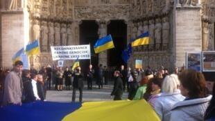 В Нотр-Даме прошло богослужение по жертвам Голодомора в Украине 1932-33 гг. , 23 ноября 2014 год