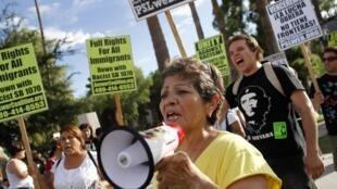 Protesto no Estado do Arizona em defesa dos direitos dos imigrantes ilegais.