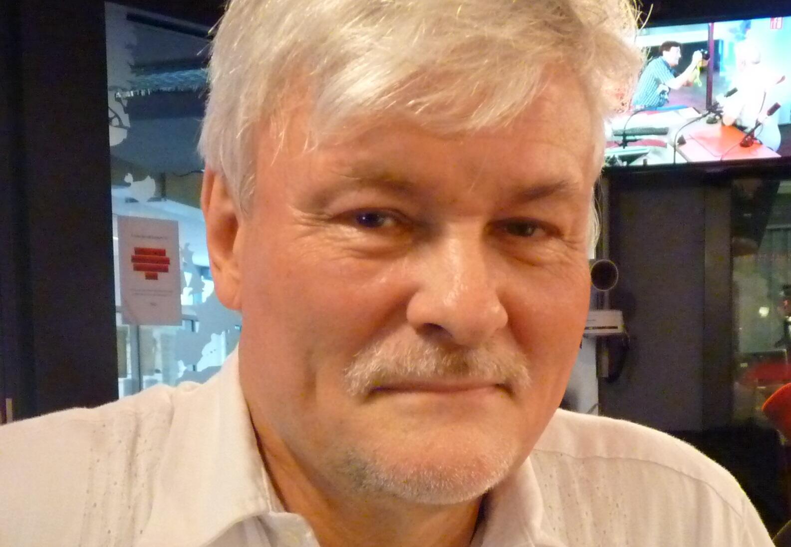 El historiador alemán Michael Zeuske en los estudios de RFI en París