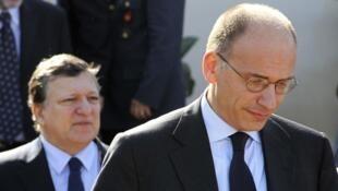 José Manuel Barroso, le président de la Commission européenne (g) et Enrico Letta, le président du Conseil italien, à Lampedusa, ce mercredi 9 octobre 2013.