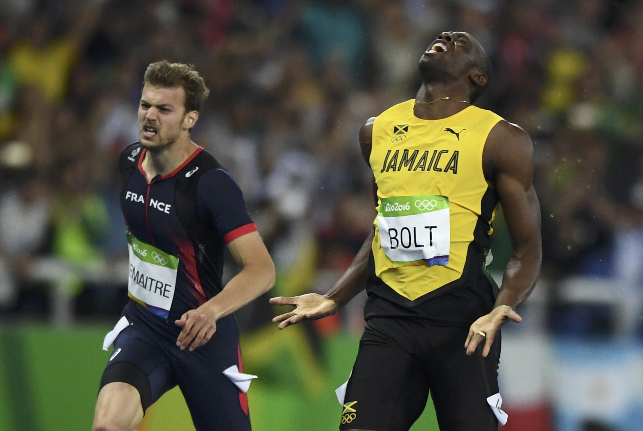 Le Français Christophe Lemaitre et le Jamaïcain Usain Bolt à l'issue de la finale du 200 mètres, aux JO 2016.