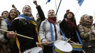 Студенты на митинге в поддержку евроинтеграции в Киеве 26/11/2013