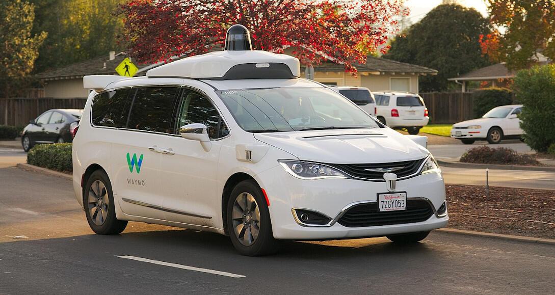Le Chrysler Pacifica équipé de la technologie autonome Waymo à Los Altos en Californie, le 19 novembre 2017.