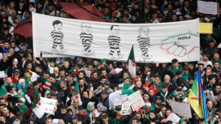 A Alger, manifestation du vendredi 22 mars 2019 appelant le président Bouteflika à démissionner.