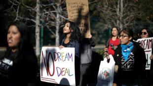 Những người trong diện DACA và những người ủng hộ họ biểu tình tại California ngày 22/01/2018 đòi có một luật công bằng.