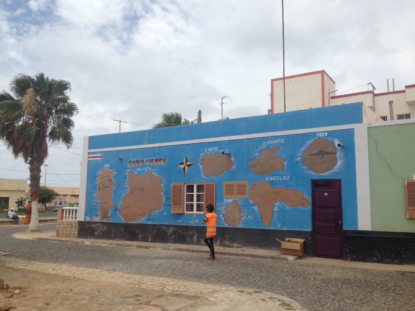 Uma artéria da Ilha do Sal, Cabo Verde, onde decorreu de 15 a 17 de Setembro de 2021 a nona conferência sobre o clima e o desenvolvimento em África.